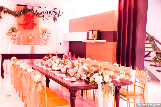 Áo phủ ghế nhà hàng tiệc cưới giá rẻ